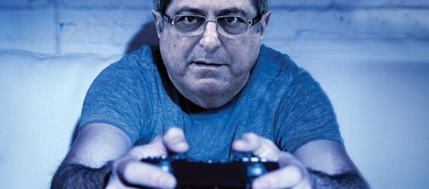 Paulo Bernardo jogando videogame - Arte