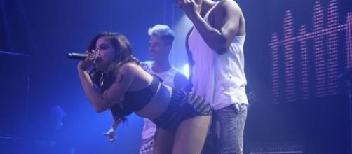 Anitta e toda sua sensualidade em palco