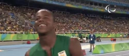 Athletics | Men's 200m - T42 Final | Rio 2016 Paralympic Games. / Photo screencap via Paralympicgames Youtube.com
