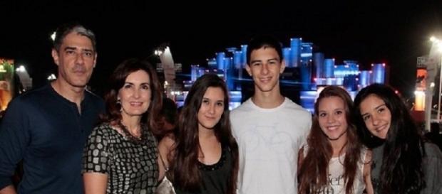 Bonner e Fátima Bernardes com os filhos.