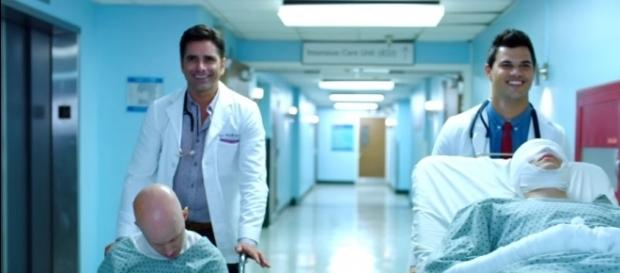 John Stamos (L) and Taylor Lautner join Scream Queens season 2. YouTube (screen cap Scream Queens)
