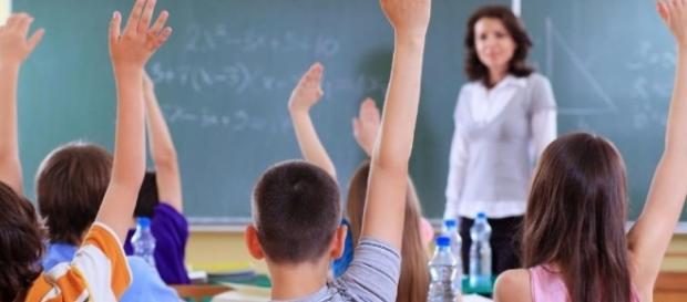 O Ideb piora no país inteiro, ensino médio fica longe da meta.