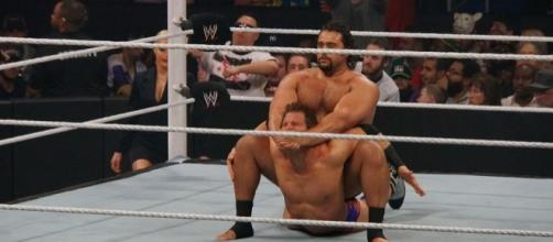 Rusev (shown in 2014 vs. Zack Ryder) made a dramatic return to RAW by costing Roman Reigns his match vs. Kevin Owens. Photo c/o Wikimedia Commons.