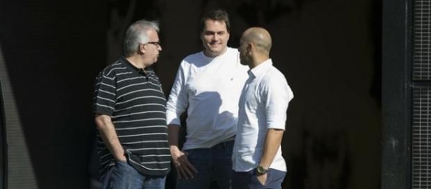 Diretoria do Corinthians está de olho no mercado da bola para a próxima temporada.