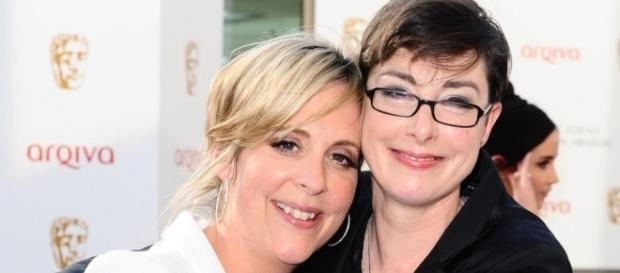 Mel and Sue won't follow Bake Off to Channel 4! Photo: Blasting News Library - BBC News - bbc.com