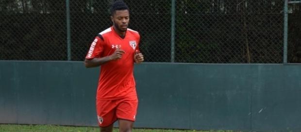 Seria uma boa ideia o Corinthians contratar Michel Bastos para a próxima temporada?