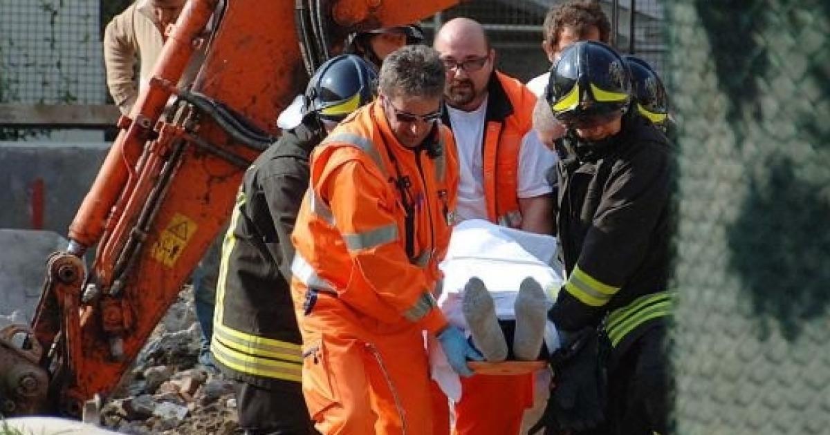 Tragedia a Massa, operaio muore schiacciato