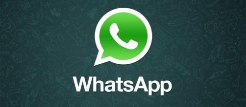 Aggiornamento WhatsApp: ecco i flash per i selfie e l'editor per le foto.