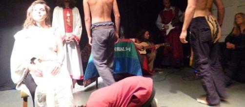 La obra titulada el mensajero de los silencios dirigida por Andrés Tes está ambientada a la época Medieval.