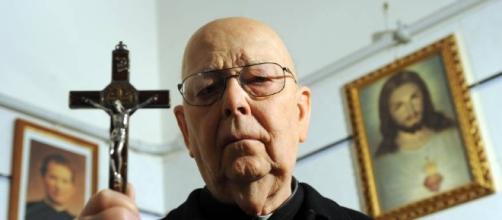 Morto padre Amorth, il famoso prete esorcista