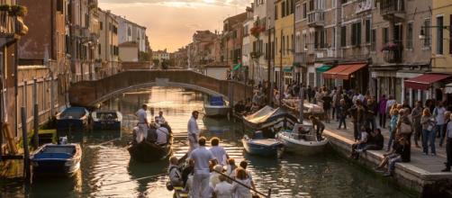 Scorcio di Venezia emblematico: tradizione, turismo e residenti. Da Venezia Autentica