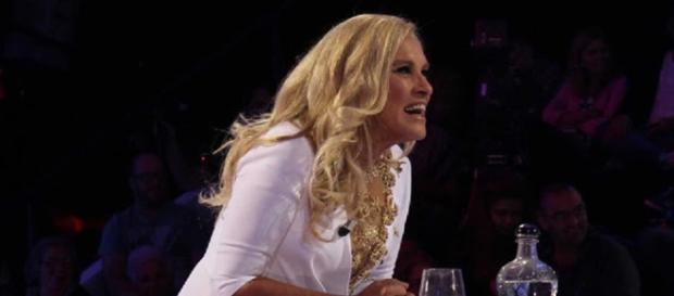 A apresentadora do concurso, Teresa Guilherme.