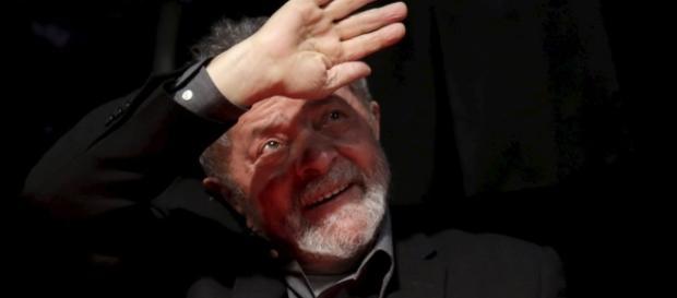 Lula, acusado de ser o 'comandante máximo do esquema de corrupção'