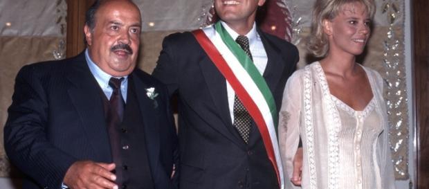 Maurizio Costanzo e Maria De Filippi insieme all'allora sindaco di Roma Francesco Rutelli