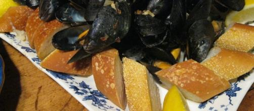 A huge plate of mussels and bread with a bowl of broth passed at table. Photo Credit Richard Frisbie