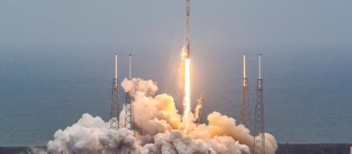 Fiery SpaceX Dragon Roars Toward Space Station « AmericaSpace - americaspace.com