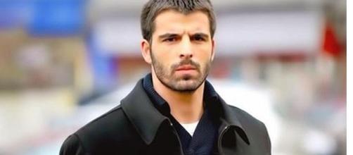 O ator é famoso no Brasil pela novela 'Sila: Prisioneira do Amor'