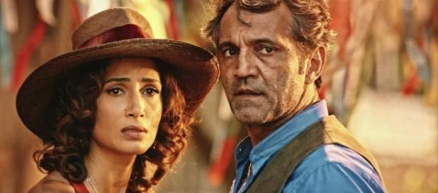 Camila e Domingos em cena de 'Velho Chico' (Foto: Reprodução/TV Globo)