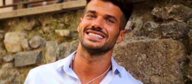Claudio Sona è il primo tronista gay
