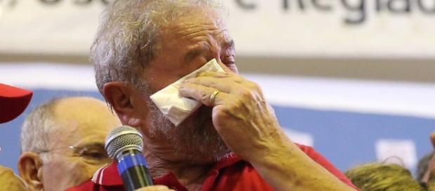 Ex-presidente Lula tenta se defender de acusações, segundo as investigações da operação Lava-Jato