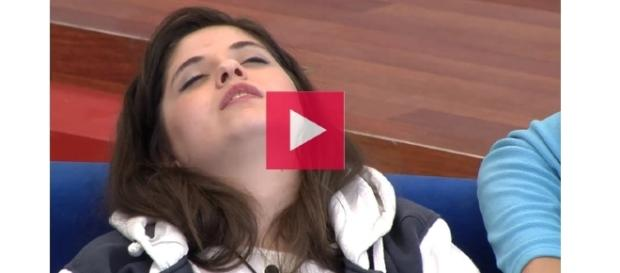 Noelia y su orgasmo cerebral dentro de la casa.