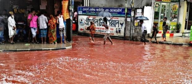 Scenario apocalittico per le vie di Dacca