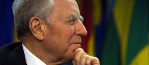 Carlo Azeglio Ciampi: ex Presidente della Repubblica e già Senatore a vita.