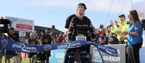 Huge crowds cheered as Claire Lomas completed the half marathon in South Shields, U.K.
