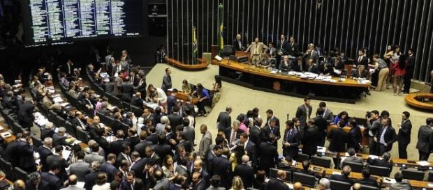 Câmara dos Deputados mantém terceirização de todas as atividades