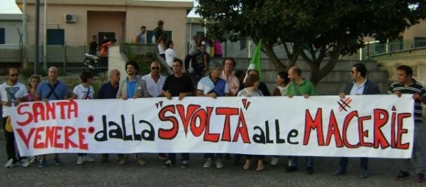 Cittadini di Santa Venere insieme al coordinamento di 'Proposta Militante'.
