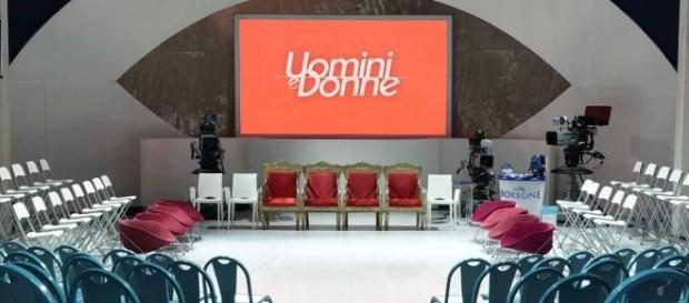 Gossip news Uomini e Donne, rissa in studio e profili chiusi