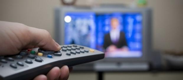 Guida Tv di stasera 16 settembre 2016: Il Segreto e Tale e quale Show.