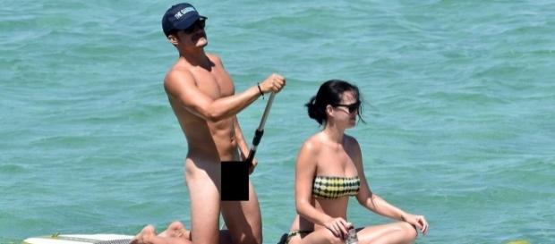 Orlando foi flagrado pelado na praia há algumas semanas