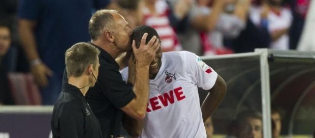 Jörg Schmadtke (l.) küsst den FC-Stürmer Modeste (r.) (Quelle: 1.FC Köln)