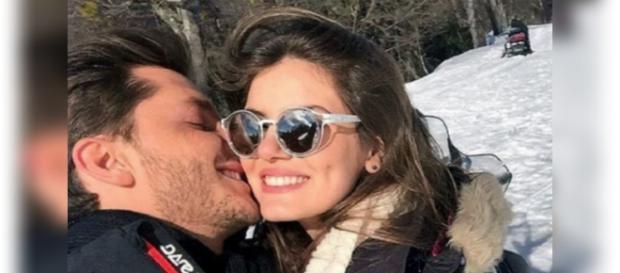 Klebber Toledo declara seu amor por Camila Queiroz