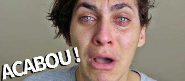 Aos prantos, Youtuber declara estar sem dinheiro e seu sonho acaba.