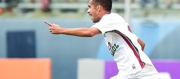 Honrando a camisa 10, Scarpa dá a vitória ao Fluminense na Arena do Grêmio (Foto: Globoesporte)