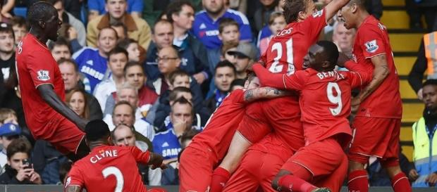 Os jogadores do Liverpool fazem a festa no Stamford Bridge. casa do Chelsea