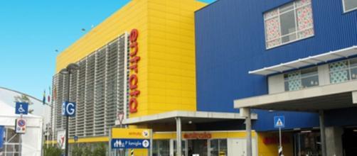 Nomadi tentano di fare spesa gratis all'Ikea di Padova