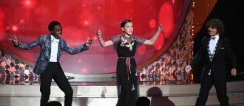 Perfomace empolga plateia de celebridade no Emmy 2016