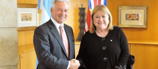 Tras años de negociación firme sobre Malvinas, Macri saca todas las restricciones