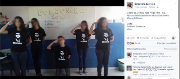 Jovens cultuando o político Bolsonaro dentro da escola.