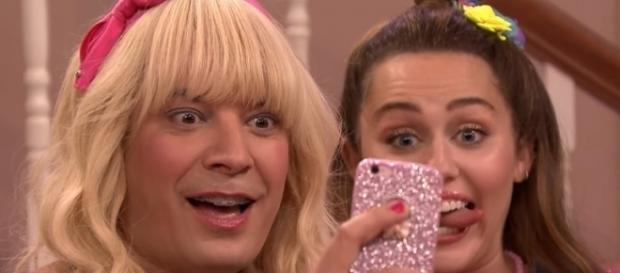 Miley Cyrus et Jimmy Fallon dans Ew!