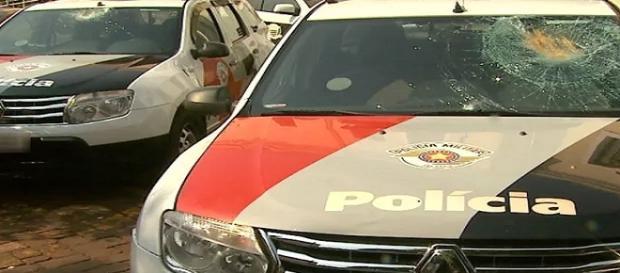 Perseguição policial a veiculo furtado acaba em tiroteio, porém ninguém ficou ferido.