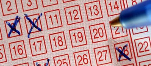 Il gioco del Superenalotto, il cui montepremi ha superato quota 130 milioni di euro.