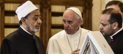 L'incontro tra Papa Francesco e l'imam Ahmed al Tayeb