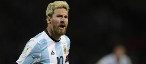 Messi comanda vitória da Argentina na estreia de Patón Bauza
