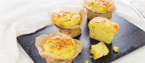 Ricetta Muffin salati all'olio con miele e zucchine - Cucchiaio d ... - cucchiaio.it