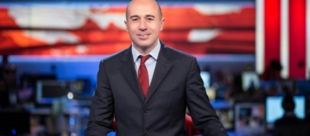 """Gianluca Semprini, debutta con """"Politics - tutto è politica"""" su Rai 3, fortemente voluto da Daria Bignardi."""