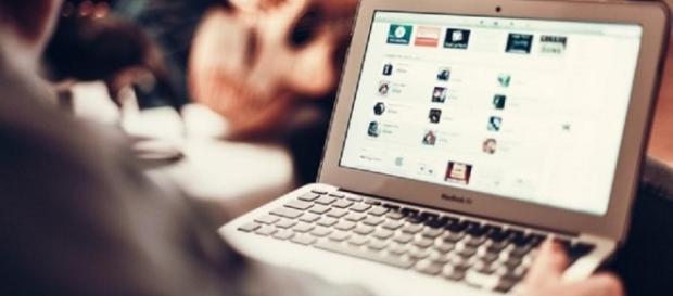 Homens fingiam ser famosos na internet para conseguir vídeo íntimo e extorquir a vítima